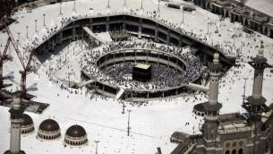 صورة جوية للمسجد الحرام والكعبة الشريفة في مكة المكرمة،  5 تشرين الأول، 2014.  AFP PHOTO/MOHAMMED AL-SHAIKH