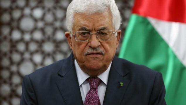 الرئيس الفلسطيني محمود عباس يتحدث خلال مؤتمر صحفي8 أكتوبر 2014 في مدينة رام الله بالضفة الغربية.  AFP PHOTO/ABBAS MOMANI