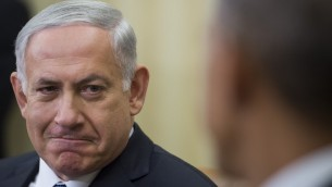 الرئيس الأمريكي باراك أوباما،  يتحدث مع رئيس الوزراء الاسرائيلي بنيامين نتنياهو خلال لقاء ثنائي في البيت الأبيض في واشنطن العاصمة، 1 أكتوبر، (2014  AFP/ Jim WATSON)