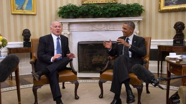 الرئيس الأمريكي باراك أوباما،  يتحدث مع رئيس الوزراء الاسرائيلي بنيامين نتنياهو خلال لقاء ثنائي في البيت الأبيض في واشنطن العاصمة، 1 أكتوبر، 2014  AFP/ Jim WATSON