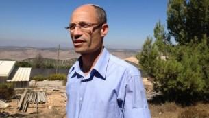 دافيدي بيرل، رئيس مجلس كتلة عتصيون، 6 اكتوبر 2014 (Elhanan Miller/Times of Israel)