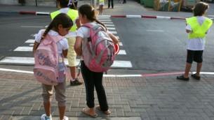 صورة توضيحية، اطفال في طريقهم الى المدرسة Liron Almog / Flash 90