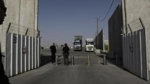 معبر كرم أبو سالم إلى قطاع غزة، ديسمبر 2011 Tsafrir Abayov/Flash90