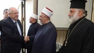 رئيس الدولة رؤوفين ريفلين يلتقي بقادة مسلمون ومسيحيون في كفر ياسيف 2 اوكتوبر 2014 (جي بي او/ مارك نيمان)
