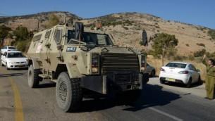 مركبة حربية اسرائيلية في ساحة اصابة الجنديين الاسرائيليين بنيران جزب الله  7 اوكتوبر 2014 حدود لبنان (فلاش 90)