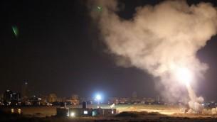 القبة الحديدية تعترض صاروخ اطلق من غزة 2014 (مقدمة من الجيش الاسرائيلي)