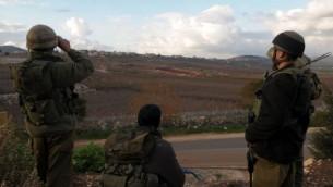 جنود الجيش الاسرائيلية عند الحدود مع لبنان  2009  Hamad Almakt / Flash 90