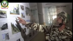 """جندي من الجيش السوري الحر في """"نقطة التجسس السورية روسية"""" (من شاشة اليوتوب)"""