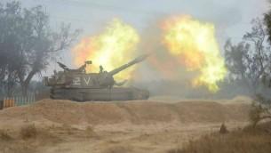 مدفعية اسرائيلية اثناء العملية على غزة 2014 (مقدمة من الجيش الاسرائيلي)