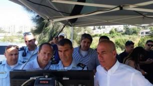رئيس بلدية القدس نير بركات مع قائد الشرطة في القدس يوناتان دانينو  Courtesy