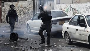 قوات الامن الاسرائيلية خلال اشتباكات مع فلسطينيين في القدس الشرقية 30 اكتوبر 2014   AFP/AHMAD GHARABLI