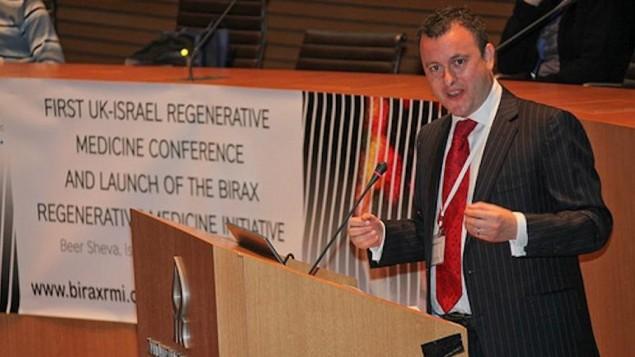 السفير البريطاني ماثيو جولد يتحدث امام الجمعور خلال مؤتمر تخنولوجيا في اسرائيل  Courtesy UK Embassy