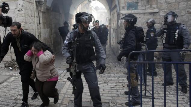 القدس خلال مواجهات بين الشرطة الاسرائيلية والفلسطينيين  5 نوفمبر  2014 AFP/AHMAD GHARABLI