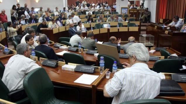 المشرعون الفلسطينيون اثناء جلسة برلمان طارئة في المجلس التشريعي في رام الله، 11 يوليو 2007 (Ahmad Gharabli/Flash90)