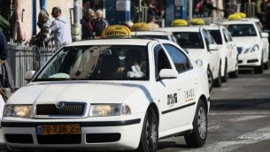 صورة توضيحية لسيارات اجرة في اسرائيل  (فلاش 90)