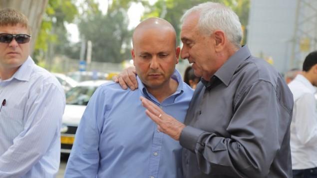 رئيس بلدية اشكلون شمعوني مع وزير الامن الداخلي يتسحاق اهرونوفيتش  Edi Israel/Flash 90
