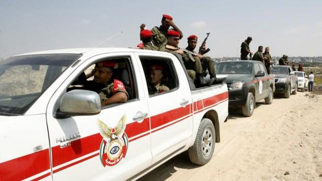 قوات الأمن الفلسطينية عند الحدود بين مصر وغزة في رفح، جنوب قطاع غزة  31 أغسطس 2014 Abed Rahim Khatib/Flash90