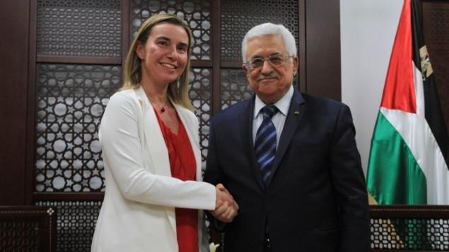 رئيس السلطة الفلسطينية محمود عباس يلتقي منسقة السياسة الخارجية الجديدة للاتحاد الاوروبي فيديريكا موغريني في رام الله  8 نوفمبر، 2014  STR/Flash90