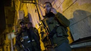 شرطة الحدود في موقع الطعن في شارع هانفيئيم في القدس 16 نوفمبر 2014 (يوناتان سنايدل/ فلاش 90)