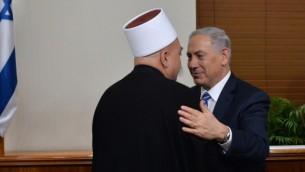 رئيس الوزراء بنيامين نتنياهو يجتمع مع الشيخ موفق طريف، الرئيس الروحي للطائفة الدرزية في إسرائيل، القدس 26 نوفمبر، 2014 Kobi Gideon / GPO