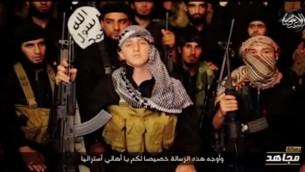 """جهادي استرالي في سن المراهقة  عبد الله المير يهدد الغرب ويتعهد بأن الدولة الإسلامية  """"لن توقف القتال حتى نصل إلى أرضكم""""  (من شاشة اليوتوب)"""