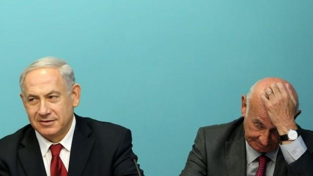 رئيس الوزراء بنيامين نتنياهو مع وزير العلوم ياعكوف بيري, يونيو 2013 خلال مؤتمر صحفي في مكتب رئيس الوزراء في القدس  Marc Israel Sellem/POOL/FLASH90