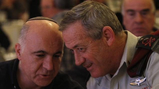 رئيس اركان الجيش بيني جانس مع رئيس الشين بيت يورام كوهين في القدس 2011 Miriam Alster/Flash90