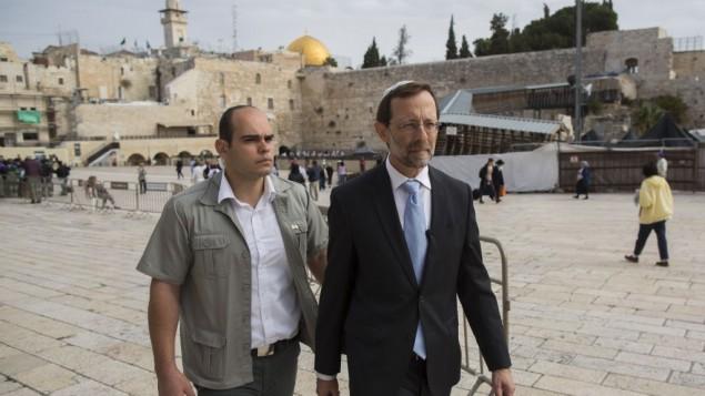 عضو الكنيست اليميني المتطرف موسيه فيغلين عند الحائط الغربي (حائط المبكى)  2 نوفمبر 2014، في البلدة القديمة في القدس   Sindel/Flash90