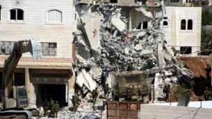 صورة توضيحية، منزل هدمه الجيش الاسرائيلي في الخليل . المنزل تابع لمقاتلي حماس. 2010  Najeh Hashlamoun/Flash90)
