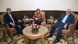 وزير الخارجية الامريكية جون كيري, كاثرين اشتون وور الخارجية الايراني جواد ظريف يلتقون في مسقط 10 نوفمبر 2014   AFP PHOTO/POOL/Nicholas KAMM