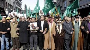 """قادة جماعة الإخوان المسلمين في الأردن خلال مظاهرة ضد """"الانتهاكات"""" الإسرائيلية في الحرم القدسي  في العاصمة عمان  28 نوفمبر، 2014 AFP / KHALIL MAZRAAWI"""