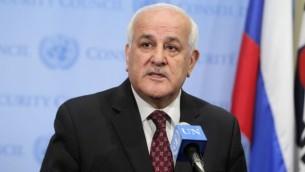 المندوب الفلسطيني رياض منصور  امام الصحفيين بعد اجتماع لمجلس الأمن للأمم المتحدة، مايو 2014  (UN/Devra Berkowitz)