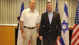 وزير الدفاع الاسرائيلي مغ نائب وزير الدفاع الامريكي اشتون كارتر  21 يوليو 2013 (وزارة الدفاع/ فلاش 90)
