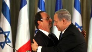 الرئيس الفرنسي فرانسوا هولاند ورئيس الوزراء الاسرائيلي بنيامين نتنياهو في نوفمبر 2013 (Edi Israel/PooL/Flash90)
