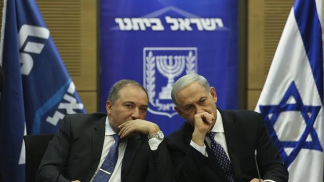 رئيس الوزراء نتنياهو مع وزير الخارجية ليبرمان نوفمبر 2013 (فلاش 90)