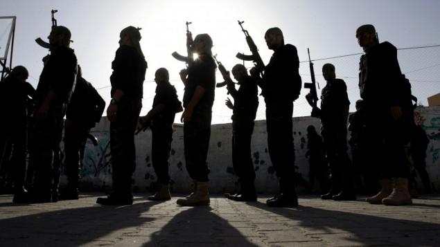 طلاب مدارس فلسطينيين يشاركون في مسيرة عسكرية نظمها الأمن القومي لحركة حماس في مدينة رفح جنوب قطاع غزة، 27 فبراير 2014   Abed Rahim Khatib/Flas90