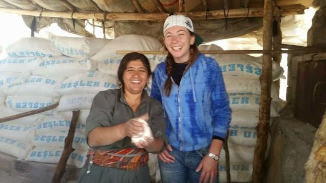 جيل روزنبرغ، صورة  تم تحميلها على الفيسبوك على انها اتخذت في كوباني مع امرآة كردية 9 نوفمبر 2014 Facebook