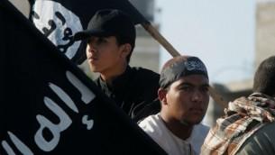 متظاهرون يحملون اعلام الدولة الاسلامية خلال احتجاج على الفيلم الامريكي الذي اهان النبي محمد. رفح, قطاع غزة 14 سبتمبر 2012  Abed Rahim Khatib/Flash90