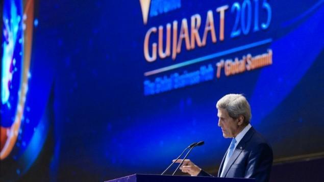 جون كيري يتحدث في  القمة  في مدينة أحمد أباد الهندية  11 يناير، 2015.  AFP PHOTO / Rick Wilking / POOL