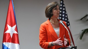 مساعدة وزير الخارجية الأمريكي روبرتا جاكوبسون تتحدث خلال مؤتمر صحفي في اليوم الثاني للمفاوضات المغلقة بين كوبا والولايات المتحدة في هافانا، 22 يناير 2015 (YAMIL LAGE / AFP)