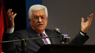 رئيس السلطة الفلسطينية محمود عباس خلال كلمة ألقاها في مدينة رام الله بالضفة الغربية يوم 4 يناير، 2015  AFP/ ABBAS MOMANI