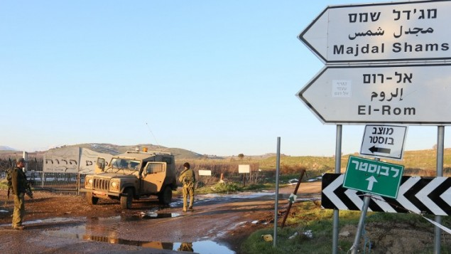 القوات الإسرائيلية تقوم بدوريات في مرتفعات الجولان 18 يناير، 2015. بعد ان قامت مروحية اسرائيلية بهجوم في القطاع السوري من مرتفعات الجولان قرب القنيطرة، على مقربة من خط وقف إطلاق النارAFP PHOTO / JALAA MAREY