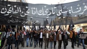 مظاهرة ضد نشر الرسومات المسيئة للنبي محمد التي أسبوعيا الفرنسية الساخرة شارلي ابدو.  في مدينة الخليل بالضفة الغربية  24 يناير،  2015،  AFP PHOTO / HAZEM BADER