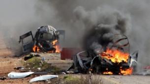 مراكب عسكرية اسرائيلية تحترق في منطقة مزارع شبعا بالقرب من بلدة الغجر على الحدود الإسرائيلية-اللبنانية، 28 يناير  2015 (MARUF KHATIB / AFP)