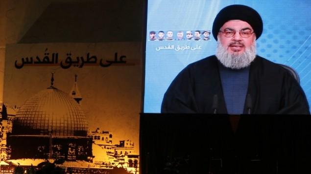 أنصار حسن نصر الله، رئيس الحركة الإسلامية  الشيعية حزب الله في لبنان، يشاهدون بث مباشر لخطابه  في الضاحية الجنوبية لبيروت . 30 يناير 2014  AFP