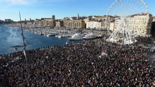 مظاهرة شارك فيها ما يقدر ب 45.000 الميناء القديم في مرسيليا، جنوب فرنسا في 10 يناير كانون الثاني 2015  AFP/ ANNE-CHRISTINE POUJOULAT