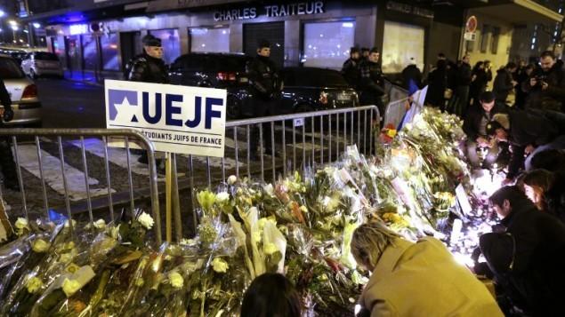 10 يناير 2015  مظاهرة في نهاية يوم السبت دعا اليها اتحاد الطلاب اليهود في فرنسا في بورت دو فينسين في شرق باريس تكريما لأربعة ضحايا الهجوم 9 يناير في سوبر ماركت للاكل اليهودي AFP/KENZO TRIBOUILLARD