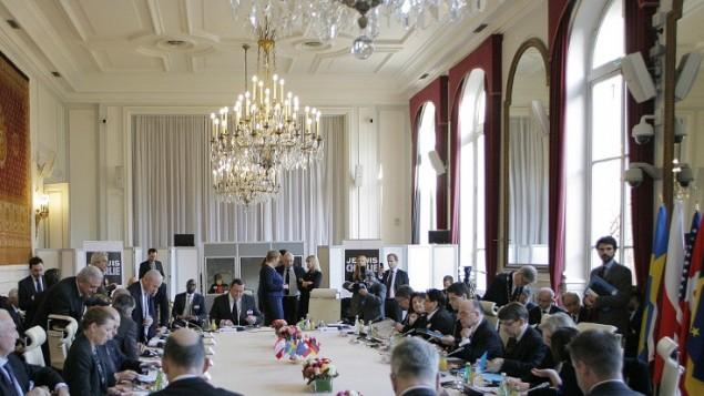 وزير الداخلية الفرنسي  يرأس اجتماع دولي لمكافحة الإرهاب في وزارة الداخلية في باريس  11 يناير عام 2015.  AFP PHOTO / MATTHIEU ALEXANDRE
