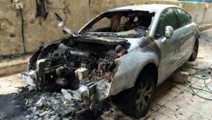 سيارة محمد دجاني، بعد ما يبدو كحريق معتمد، 16 يناير 2015 (Courtesy of Mohammed Dajani)