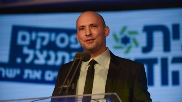 وزير الاقتصاد نفتالي بينيت في لقاء لحزبه البيت اليهودي في رمات غان الخميس 15 يناير 2015 (Ben Kelmer/Flash90)